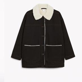 Monki jakke! Kan sagtens bruges som vinterjakke! Str xs Np:600 Mp: BYD! Brugt en gang!