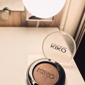 Lækker øjenskygge fra Kiko Milano.  Aldrig brugt. Billedet viser varens stand.   Jeg glæder mig til at handle med dig! ☺️  Tag også gerne et kig på mine andre annoncer. ☺️