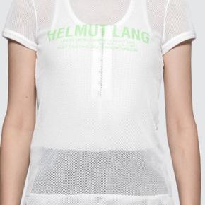 Mesh logo print t-shirt. Bomuldsblanding. Tætsiddende model, lille i str. Brugt en gang.