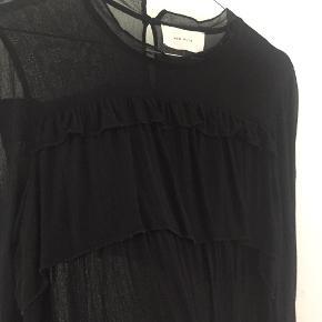 Mega sød bluse med frynse-agtigt look, har brugt som selskabsbluse få gange