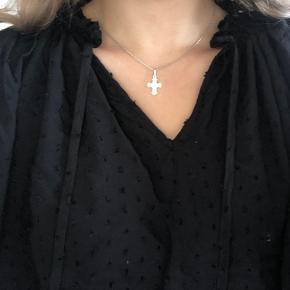 Sælger denne fine bluse 💜   Kan afhentes i Viby J