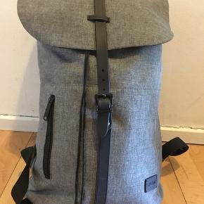 « Spiral » brand backbag, greatfor laptop and everyday use. Bought last year and used. Only damage is inside where the laptop case needs some sewing. Original price around 250dkk