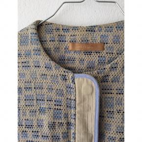 Smuk jakke fra Sessun i super fin kvalitet og stand.   Nypris: 1800 kr.