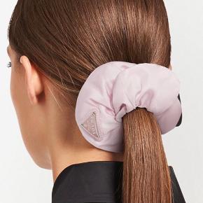Prada hårpynt