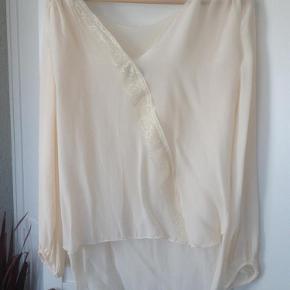 Varetype: Skjorte Farve: -  Brugt et par gange - fremstår som ny-bytter ikke.