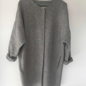 Den fineste overgangsfrakke i uld.   Mp 500.