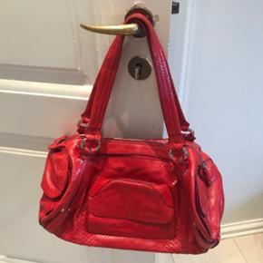 Rød vintage Celine taske i slangeskind, så fin stand.  Taske, slangeskind, rød, håndtaske, skuldertaske, Celine