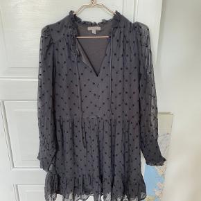 Fin kjole fra HM. Brugt men i god stand. Str xs men stor i str, så passer også en small.   #trendsalesfund # 30dayssellout