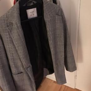Rigtig fin jakke fra pull&bear!  Sender og mødes i Aarhus ❤️