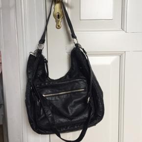 New Look taske perfekt til skole/hverdagsbrug. Aldrig brugt!