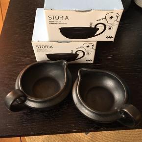 Fire skåle/flødekander af godt mærke og materiale.   To af dem er brugt ganske få gange, og to af dem i original indpakning.