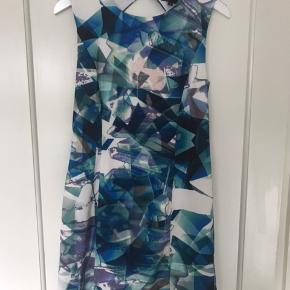 Super fin kjole med flot ryg Brugt 1 gang