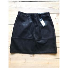 Læder-look nederdel Aldrig brugt  New Look str. 38