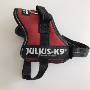 Julius K9 mini-mini, 40-53cm. Brugt en smule, i pæn stand, skal bare lige en tur i vaskemaskinen. Kan sendes med DAO for 40kr.