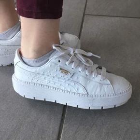 Platform trace Sneakers fra pumas nye kollektion str. 40 brugt få gange 😊  Np: 900