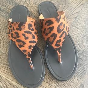 Dyreprints sandaler - jeg har kun brugt dem 1 gang ca 1 time.