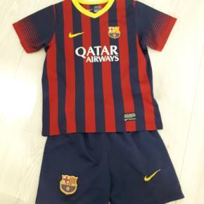 Nike fodboldtøj barcelona str 6-8 år