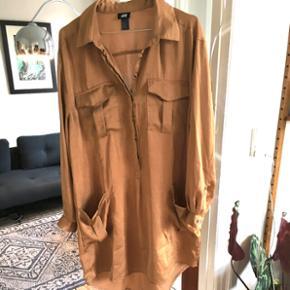Skjortekjole fra H&M i bronzefarvet str 38!