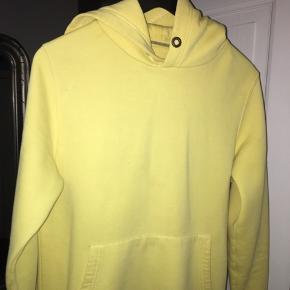 Virkelig fed gul hoodie Kan sendes ellers så mødes jeg med glæde i København:)
