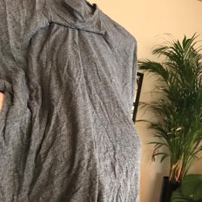 Lidt forvasket men fin halv turtleneck t-shirt