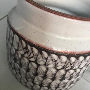 Gammel Wiinblad keramik krukke, tobakskrukke. H: 10,5 cm og Ø: 8,5 cm