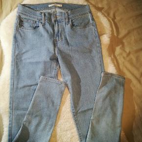 Flotte jeans fra Levis. De er aldrig brugt.