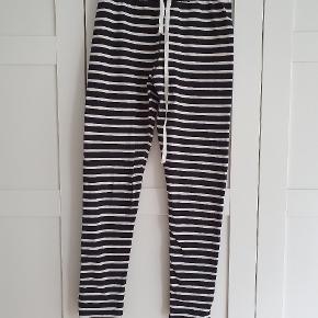 ganni old spice jersey leggings. Sort/hvide. Svarende i størrelsen.