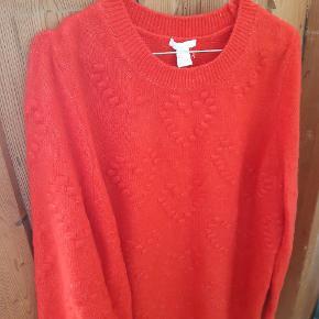 Ny og ubrugt sweater fra h&m i str.s. stor i størrelsen. Passes derfor også af medium/large afhængig af fit.