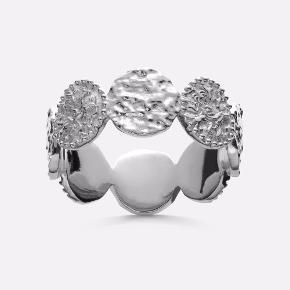 Bytter/sælger min smukke Amida ring i sølv fra Maanesten i en str 55, da jeg hellere vil have den i guld 🤩 Muligvis interesseret i at bytte med guldringe fra Maanesten, Pernille Corydon osv.