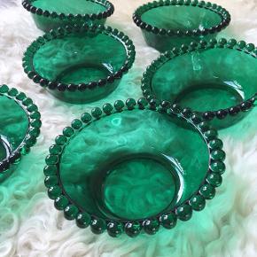 6 Smukke grønne glasskåle.  Mål H 5 x Dia 13,5 cm. . Pris 300kr . #grøntglas #glasskåle #vintagehjem #vintagesalg #retrosalg #retrohjem #loppefund #loppeguld #loppesalg #salgkbh  #tilsalg #sælges #retrosalg  #loppesalg #indretningsinspiration #loppedeluxe  #indretningstips #loppemarked #loppedeluxe #smuktbrugt #nordiskehjem #skandinaviskehjem #loppefundsælges #glasskål #franskeglas #glas #vintageglas #farvetglas