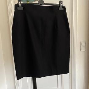 Figursyet højtaljet nederdel fra JSPR Jensen Længde fra talje og ned 58 cm Ingen brugstegn