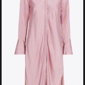 Levete room kjole. Pink/Rosa/lyserød. Lækkert blødt materiale.