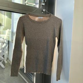 ▫️Beige Sweater med guldglimmer  Skal afhentes i Aalborg.