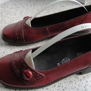 flotte fodvenlige sko i ægte læder.