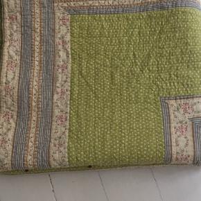 Flot sengetæppe af mærket Au Maison. Mål: 273x246cm som nyt lige ny vasket. Ny pris 950kr