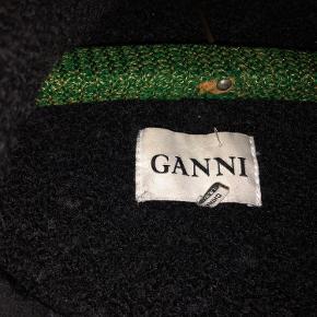 Dejlig uld / polyester vinterfrakke fra Ganni. Brugt men i god stand