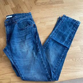 Super fede Bukser i størrelse 28/32 Fremstår i super stand. Kan sendes eller afhentes i Kbh