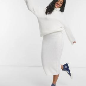 Mega sød lang hvid strik nederdel, som også kan bruges om vinteren. 🤍