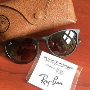 Lækre solbriller med mørkebrunt stel, med et mørkt tortoise mønster.  Få små ridser i glassene, men intet som man kan se når man har brillerne på.  Brugt nogle gange for et par somre siden 😎