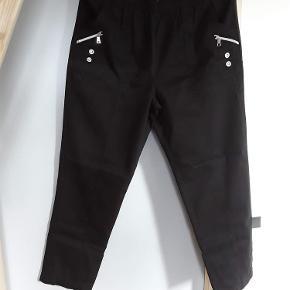 2 par bukser, fra Soyaconcept, liv 80-95 cm. De beige har været vasket. Pris/par 149 kr. Begger for 200 kr.  Bukser Farve: Sort/khaki