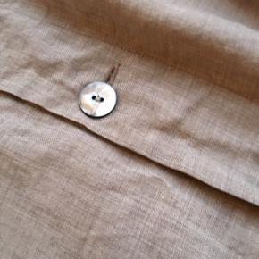 Lækreste pudebetræk fra society - købt i black på gammel kongevej Passer til 50X50 pude Smukkeste varme grå farve Nypris var 7-800 agtigt Perfekt stand