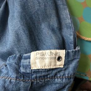 Flot nederdel i A - form fra PS // JNS Aldrig brugt men nyvasket. Kan spændes ind i begge sider. Sender gerne, mod betaling af diverse gebyrer samt porto.