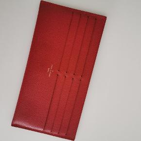 Rød kortholder fra min Felicie pochette sælges. Aldrig brugt.  Købt af en anden, men får ikke brugt den her. Kvittering medfølger ikke.   Mindste pris 450,- Fast pris 🌸