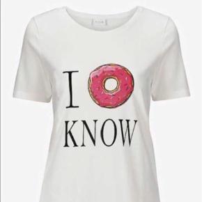 PRISEN ER FOR BEGGE.   Varetype: T-shirt Farve: Hvid Oprindelig købspris: 398 kr.  Kun vasket, aldrig brugt