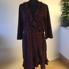Wrap around  dress ,dark bleu with red , can fit from M-XL