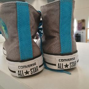 Super fede og meget sjældne Converse Chuck Taylor sneakers. Står i meget fin stand.  Se også alle mine andre annoncer af mærkevarer i høj kvalitet og stand til vanvittigt lave priser.  Allstar