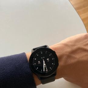 Sælger det her Samsung galaxy Watch active. Uret er prøvet på i nogle timer, men er helt nyt. Det er købt d. 24/9-2020.  Sælges for 1000,- ex fragt