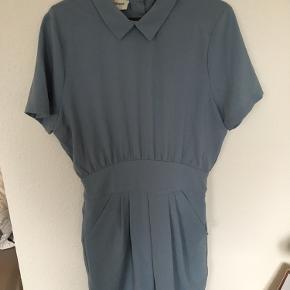 Fin blå kjole fra Ganni💙 Det er en str. L, men passer bedre end str. M.