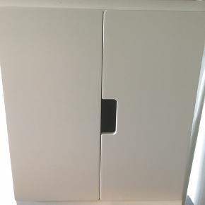 Stuva skabe fra Ikea.  1 stk 250 2 stk 450 3 stk 550.