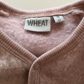 Lækker køredragt / ulddragt i en smul gammel rosa farve.   Kan hentes i Aalborg/Gug eller sendes med Dao på købers regning